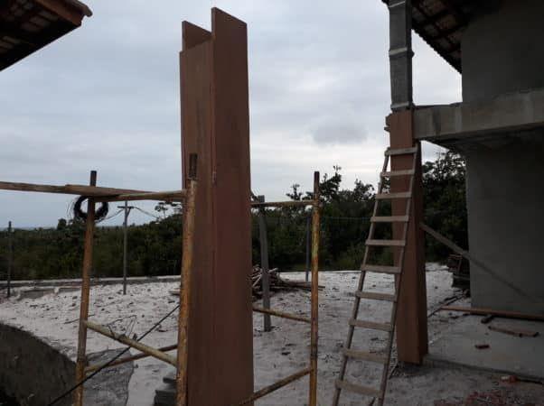 Revestimento de madeira do pilar