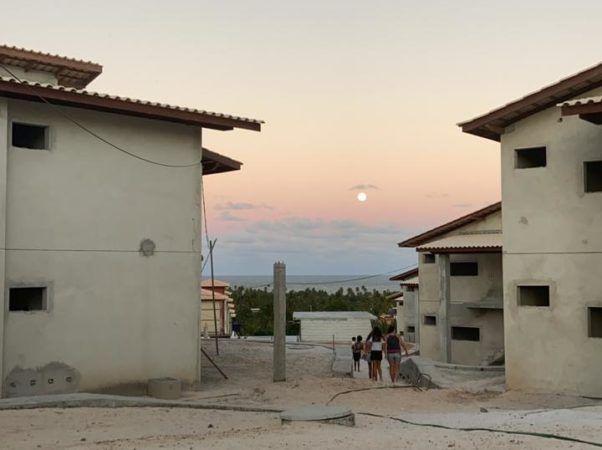 Lua Cheia nascendo em frente ao OAHU
